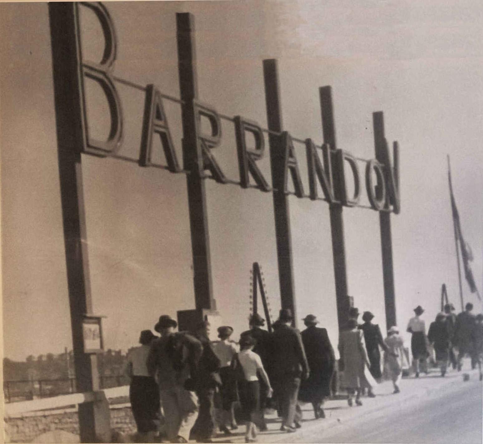 Lidé přicházejí na Barrandov - cca 1938